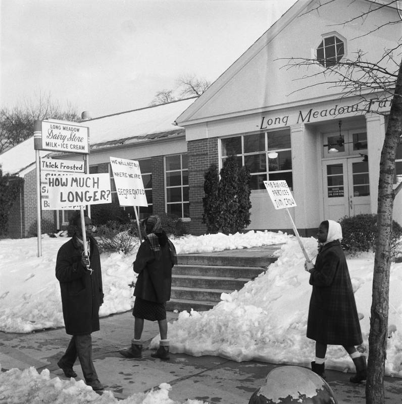 Picketing students, 1963