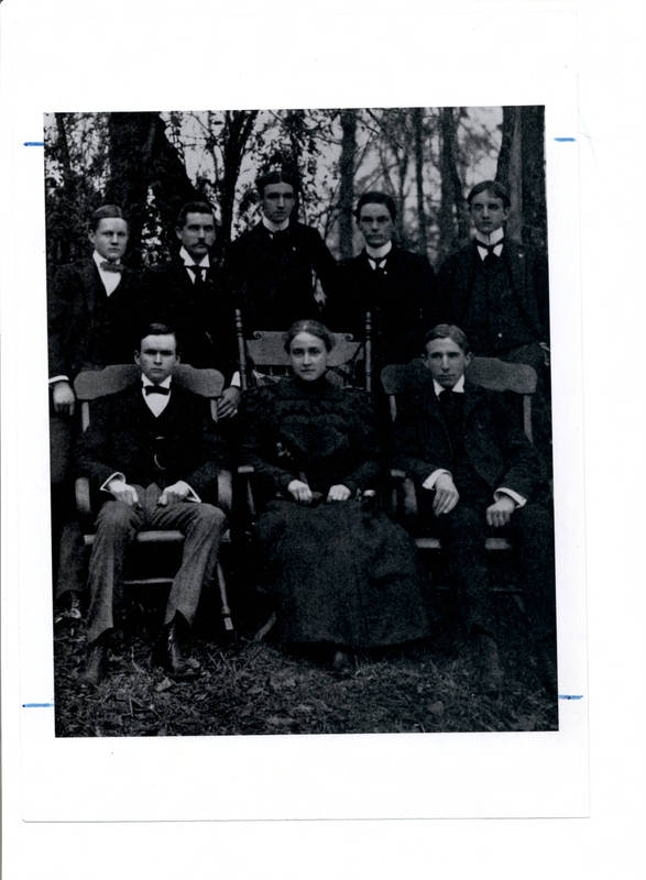 Mary McRea with Tar Heel staff, 1898. From https://museum.unc.edu/exhibits/show/coeducation/item/1070