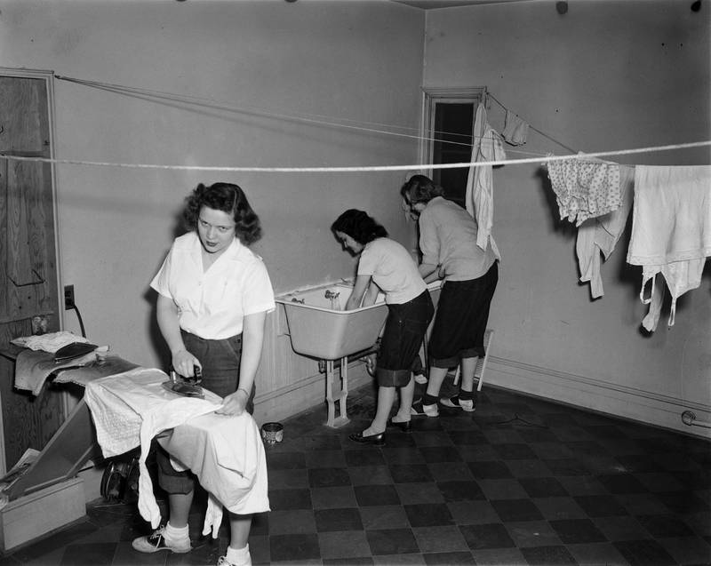 Coeds in dormitory, 1948. From http://dc.lib.unc.edu:80/cdm/ref/collection/vir_museum/id/466